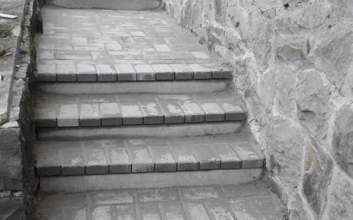 kerti lépcső térkőből